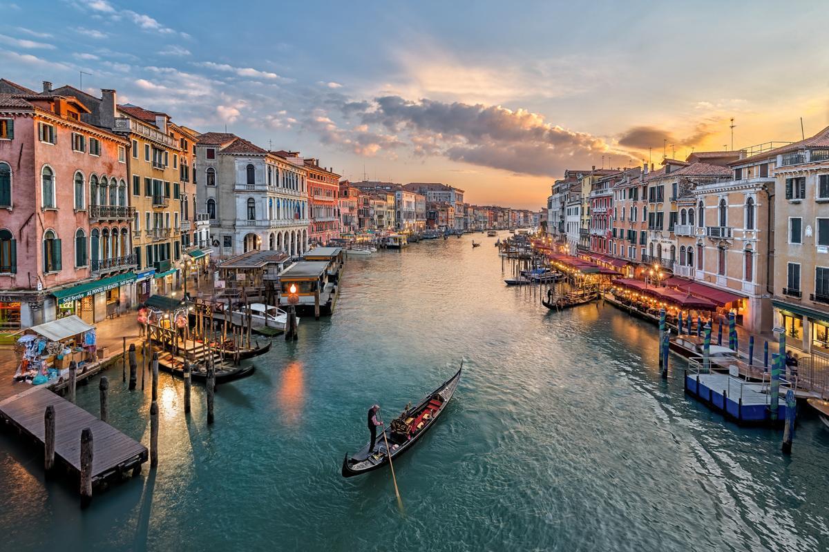 Mediat italiane të alarmuara: Shqiptarët po blejnë gjysmën e Venecias